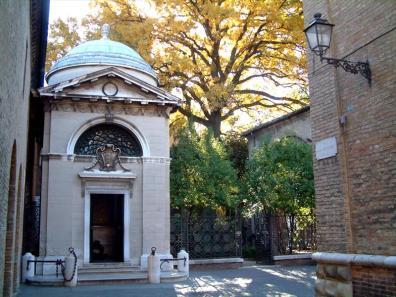 Esterno Tomba di Dante a Ravenna