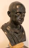 Busto presunto di Scipione l'Africano (Museo Archeologico Nazionale di Napoli), rinvenuto nella Villa dei Papiri di Ercolano. Probabile ritratto di un sacerdote isiaco[