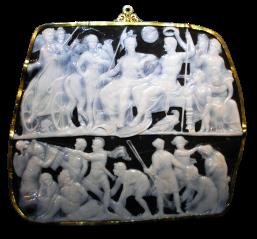 La cosiddetta Gemma augustea, la cui complicata iconografia è una celebrazione delle gesta di Augusto
