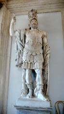 """Statua colossale marmorea di Marte: """"Pirro"""", risalente alla fine del I secolo d.C. Altezza: 360 cm. Ritrovata presso il Foro di Nerva, a Roma, ed attualmente collocata nell'atrio dei Musei Capitolini a Roma"""