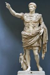 """Statua di Augusto detta """"Augusto di Prima Porta"""" o """"Augusto loricato"""" , custodita ai Musei Vaticani."""