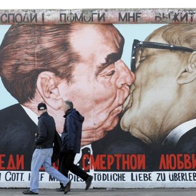 Il murale Mio Dio, aiutami a sopravvivere a questo amore mortale di Dmitri Vrubel