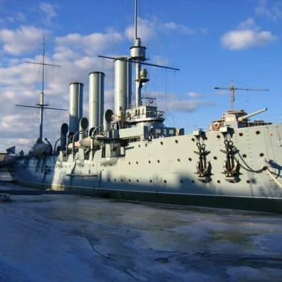 L'incrociatore Aurora, nella foto, sparò il colpo che diede inizio alla Rivoluzione d'Ottobre.