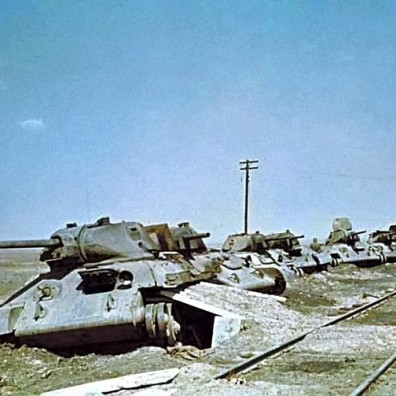 Relitti di T-34 russi; le perdite sovietiche all'inizio della battaglia furono fortissime