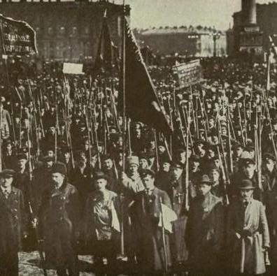 Manifestazione delle Guardie Rosse di fronte al Palazzo d'Inverno, a Pietrogrado (1917)