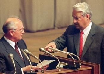 El'cin intimaGorbaciov di leggere i nomi dei responsabili del golpe del 91'
