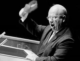 """Il """"famoso episodio della scarpa"""" Nikita Khrushchev all'Assemblea generale delle Nazioni Unite, New York, 12 ottobre 1960"""