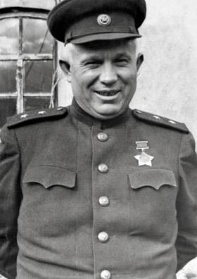 Chruščëv in uniforme durante la Seconda guerra mondiale