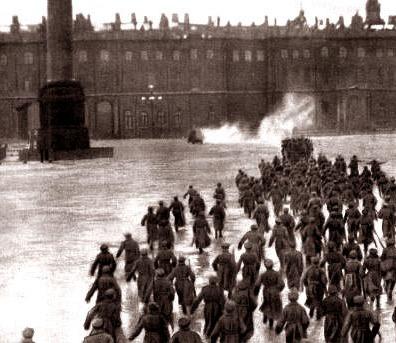 L'assalto al Palazzo d'Inverno nella ricostruzione del film Ottobre (1927)