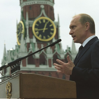 Vladimir Putin pronuncia un discorso a Mosca in occasione del 60º anniversario della fine della Seconda Guerra mondiale.