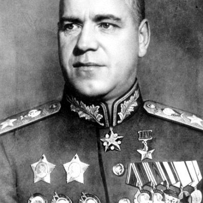 Georgij Konstantinovič Žukov. Il generale intervenne nel settore di Stalingrado alla fine di agosto, su ordine di Stalin, per cercare di salvare la situazione. Più tardi, insieme al generale Aleksandr Michajlovič Vasilevskij, progettò e organizzò la controffensiva sovietica. Il 1º gennaio 1943 venne nominato maresciallo dell'Unione Sovietica