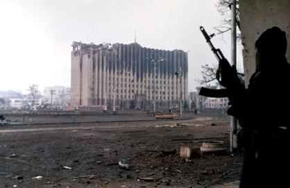 Il Palazzo presidenziale ceceno durante la battaglia di Groznyj
